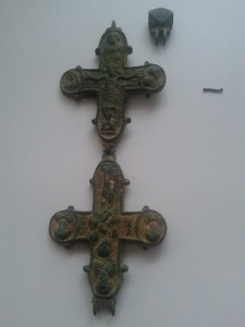 Double-Cross-reliquary-bronze-open-front