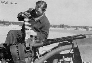 mg131_fw190a-300x206 Fragment ochelari pilot Luftwaffe si alte  obiecte.