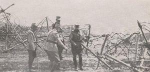 Regele Ferdinand cercetand prima linie de lupta Ciresoaia 1918jpg