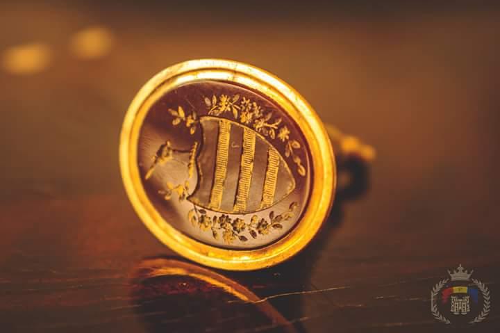 Sigiliu de aur gasit de un membru API in Edinburgh